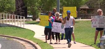 Northwest Austin group continues to protest City's purchase of hotel for homelessness